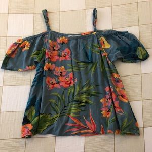 flowy floral top perfect for the beach!